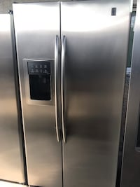 G.E Profile Stainless steel refrigerator with dispenser in excellent condition Los Angeles, 90011
