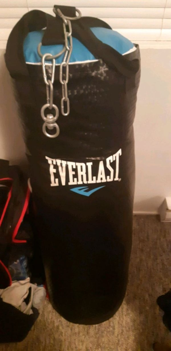 Punching bag 53c4fa8b-6255-4f9b-b5b7-1dcf28c43675