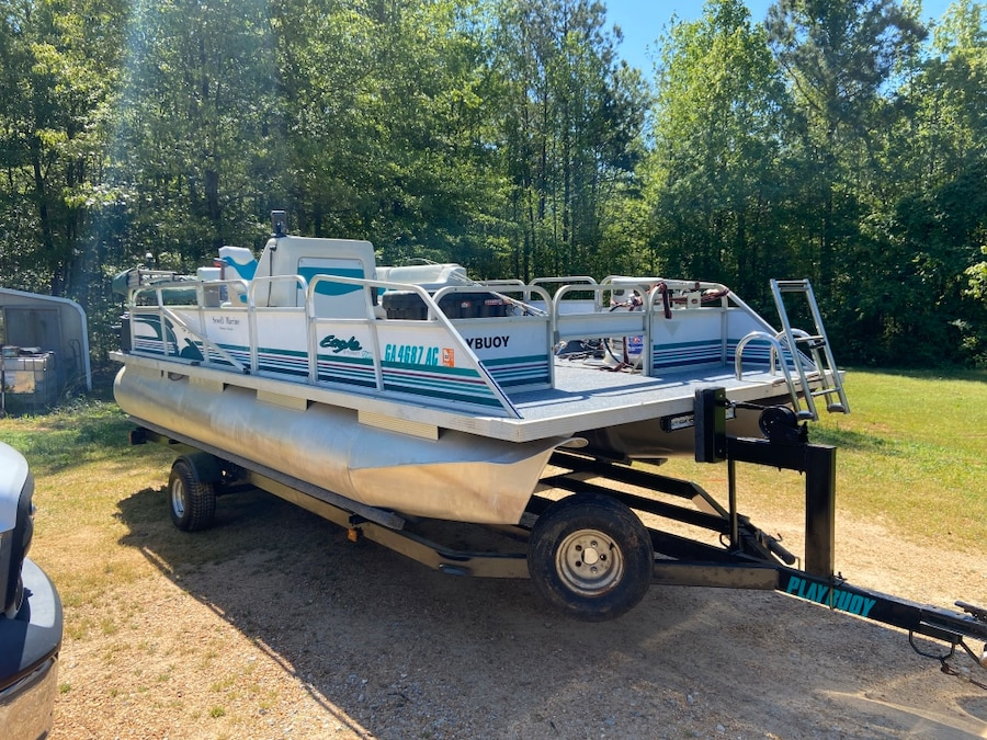 Photo 1995 Playbuoy 16' fully restored Pontoon with 70hp Evinrude