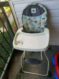 baby's white and green high chair Orlando, 32839