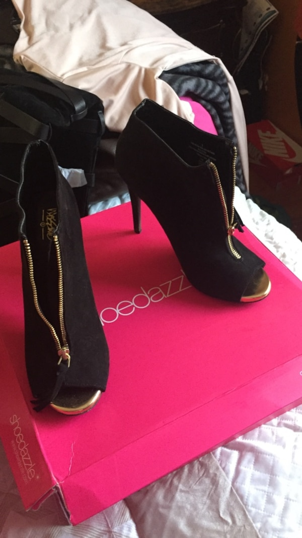c02e1374c398 Used pair of black leather heeled sandals for sale in Islip - letgo