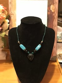 Pretty! Turquoise & Black Heart Necklace