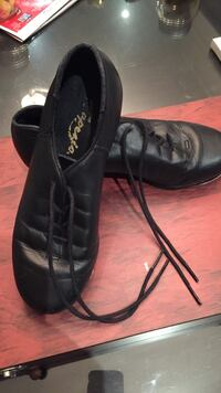 Black tap shoes size 1.5 Capezio