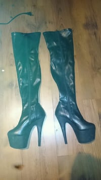 Size 8 women's pair of black leather boots