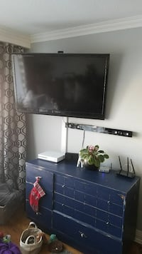 "50"" insignia TV with wall mount"