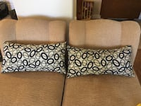 2 decorative pillows  Las Vegas, 89149