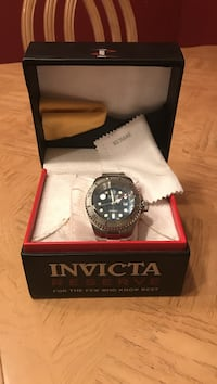 Heavy duty watch Invicta Brand fits 6 1/2 in and extends to 8in. Specific model of watch is a hydromax. Divers edition. Edinburg, 78539