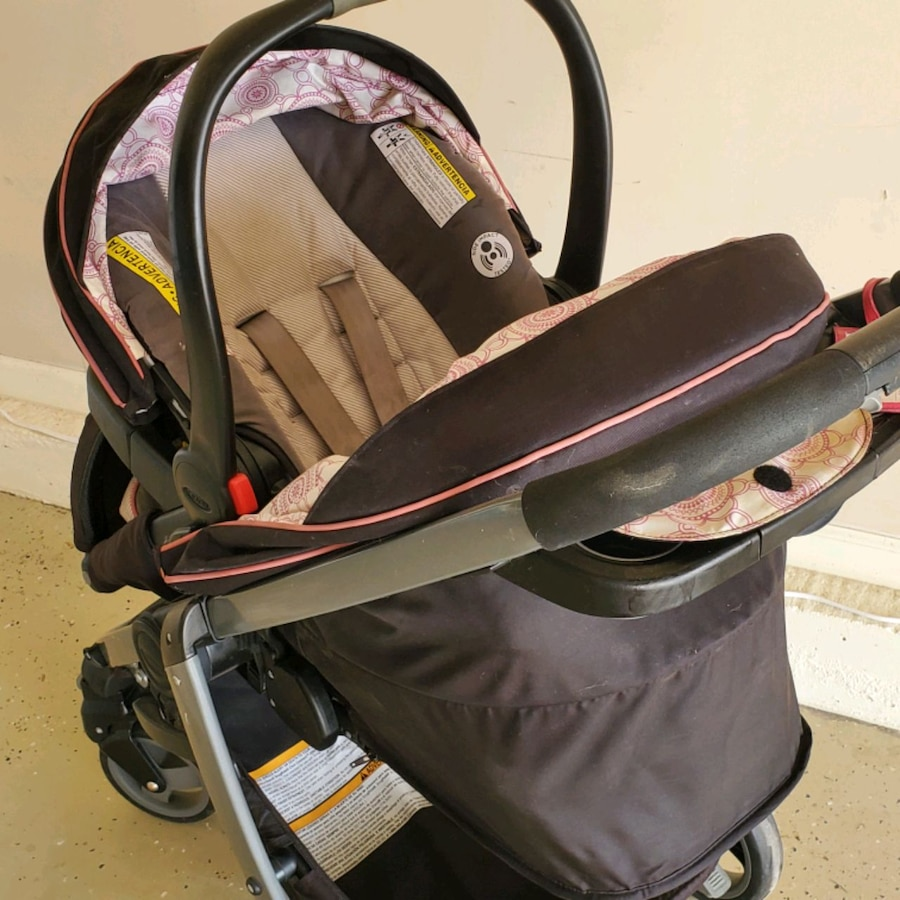 Photo Graco stroller and car seat combo