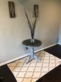 Marble top table, 24 round, 26 tall  Great Falls, 22066