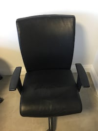 black leather padded rolling armchair 90048