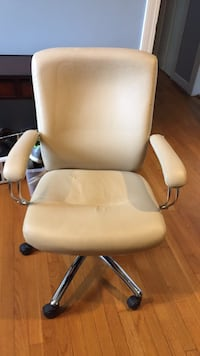 Ivory Leather Rolling Business Chair Williamsburg, 23185