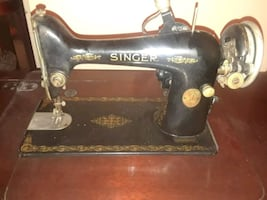 Singer sewing machine early 1900's