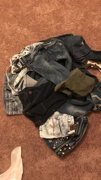 Designer denim miss me hollister american eagle and more size 0-3 shorts and jeans Las Cruces, 88007
