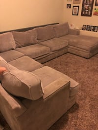 Grey sectional couch Salem, 97304