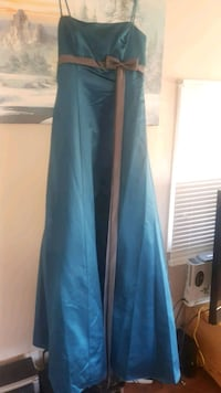 Prom dress never worn just tried on