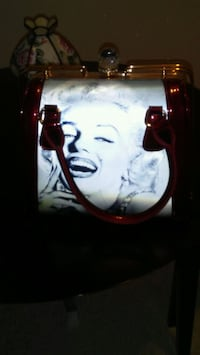 Red and white marilyne monroe two pic purse Montréal, H4B 2Y6