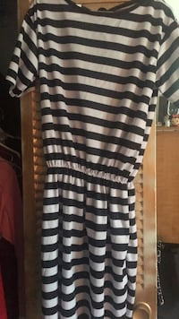 Black and white stripe scoop-neck shirt Temple Hills, 20748