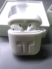 AirPods with Wireless Changing Case
