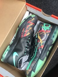 Pair of black-and-green nike cleats New Carrollton, 20784