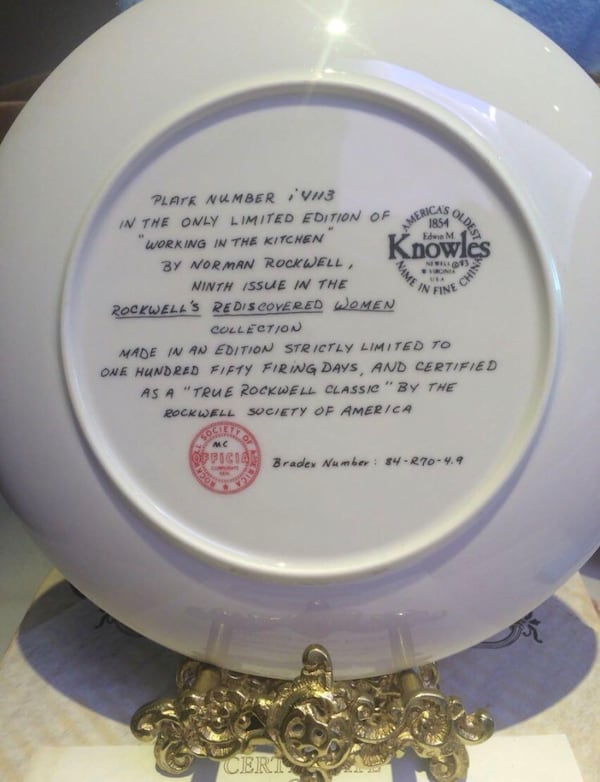 Vintage Brand new collector plate with certificate. b8941fa4-9e96-497d-9d8c-e6dca9ffb142