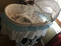 Baby's white and blue bassinet 24 km