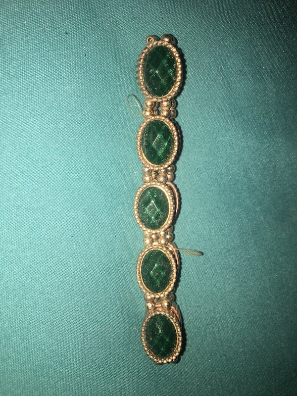 gold-colored bracelet with green gemstones 4c684ab3-2836-4714-93e2-d697242c761a