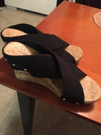 Jaclyn Smith black wedges size 7 University Park, 20782