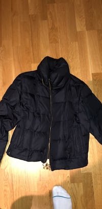 svart zip-up boble jakke 6100 km