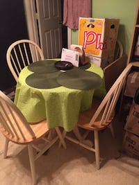Small round glass kit Ching table  with 4 wooded chairs.Excellent  condition. Lockport, 60441
