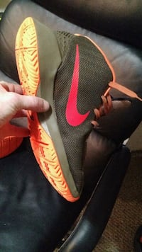 unpaired black and red Nike basketball shoe Surrey, V3V 4T1