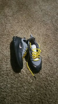 pair of black-and-red Nike basketball shoes Louisville, 40272