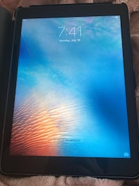 iPad brand new (screen protector and case included) Kelowna, V1X 2L4
