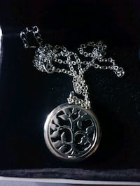 Gorgeous  tree  of  life  diffuser  necklace  Whitby, L1N 8X2