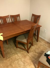 rectangular brown wooden table with four chairs di Spokane, 99208