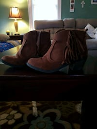 Size 2 girls brown boots Johnstown, 15902