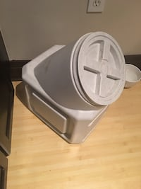 Large Plastic container, great to put dog food Washington, 20012