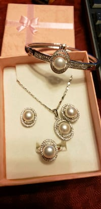 Brand new pearl set - 30% OFF this week only! Annandale, 22003
