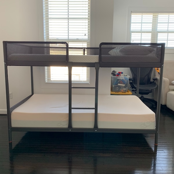 Bunk bed d85be651-4f5f-46bd-8d33-0ef0da5934d0
