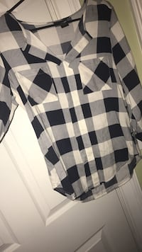 black, gray, and white checked v-neck long-sleeved hem shirt Bremen, 30110