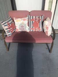 Outdoor loveseat w/ 4 pillows and table  Palm Harbor, 34683