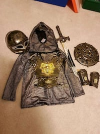 Knight set costume (5T) Brampton, L6R 3C3
