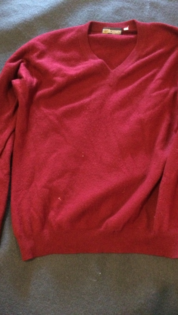 abaebf9637e Used Burgundy V-neck cashmere sweater for sale in Watertown - letgo