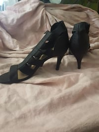 pair of black leather strappy open-toe back-zip heels Selkirk, R1A
