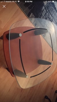 Wooden/Glass coffee table. Great condition New York, 10026