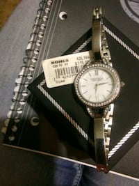 Womans watch. Nwt Bardstown, 40004