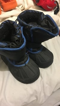 8c winter boots great shape South Milwaukee, 53172