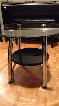 "Glass and metal table 26"" diameter top Mississauga, L5J 1V8"