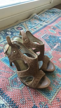 pair of women's brown open-toe leather heels San Clemente, 92673
