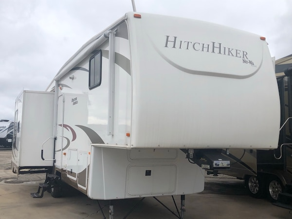 2011 Hitch Hiker Fifth Wheel
