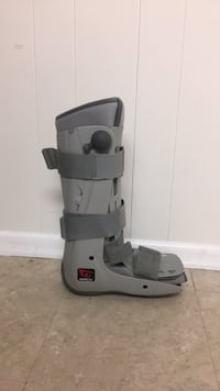 Gray medium size medical boot Mc Lean, 22101